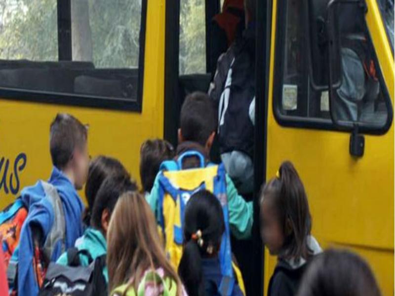 Il Ministero dell'Istruzione è responsabile dell'incidente subito dallo scolaro investito dal bus fuori da scuola perché per il regolamento scolastico spetta agli addetti dell'istituto scolastico far salire e scendere gli alunni