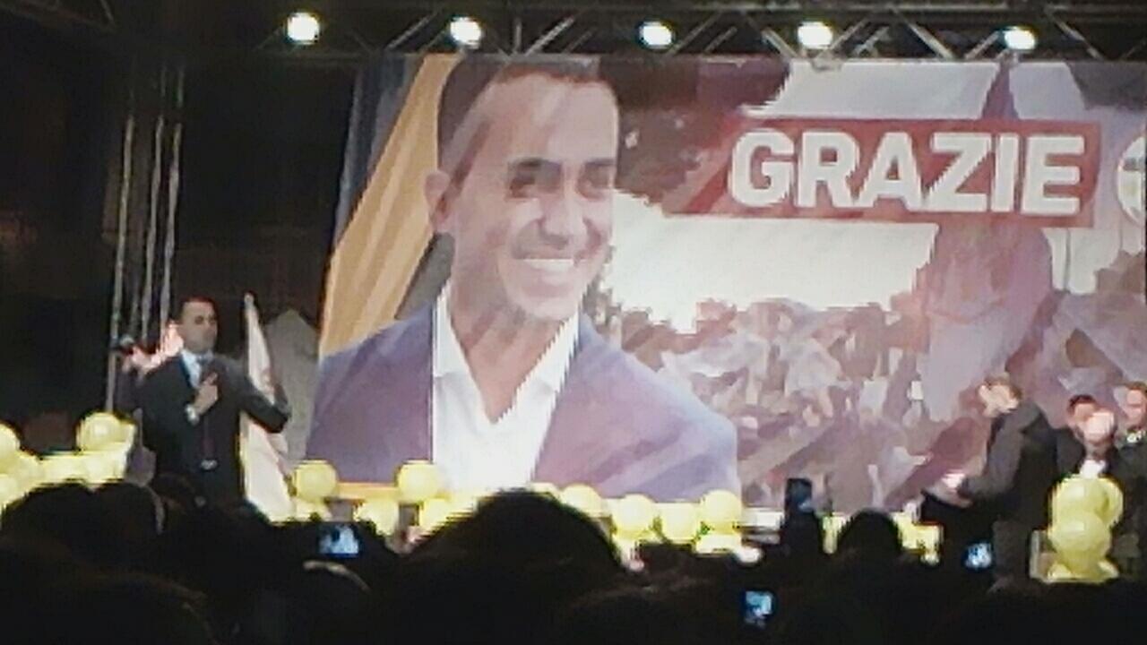 Pomigliano d arco luigi di maio ringrazia gli elettori m5s for Numero parlamentari m5s