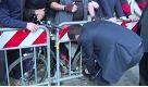 Roma, un signore avvisa Renzi: Presidente ha la scarpa slacciata - La Repubblica