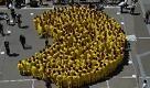 Tokyo: nuovo record per il Pac-Man umano gigante - La Repubblica