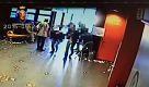 Livorno, getta acido sul volto di una donna: ripreso dalla videosorveglianza - La Repubblica
