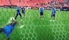Inarrestabile Suarez: da super attaccante a super portiere - La Repubblica